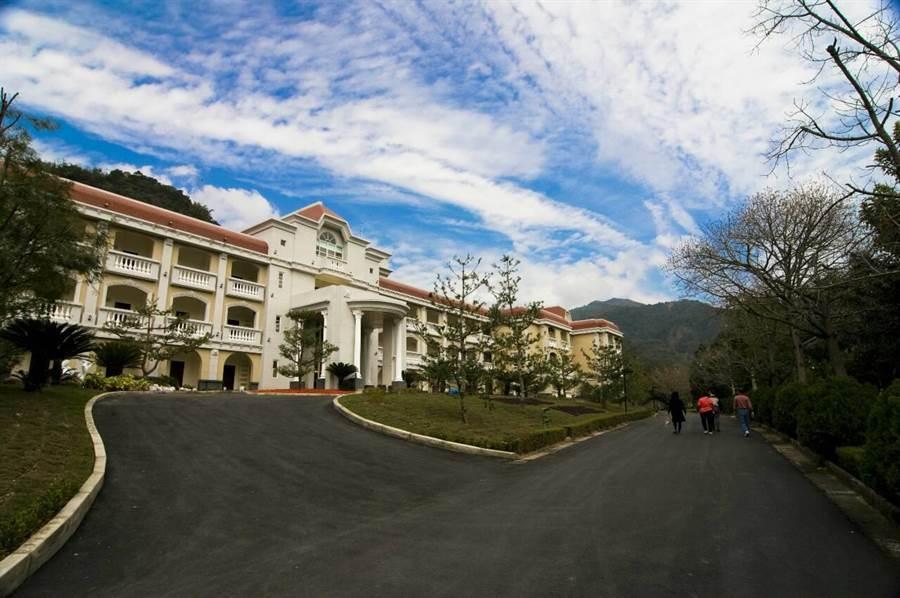 泰雅渡假村的泰雅皇宮,旅展有特惠價格,房價將下殺4.5折起。(楊樹煌攝)