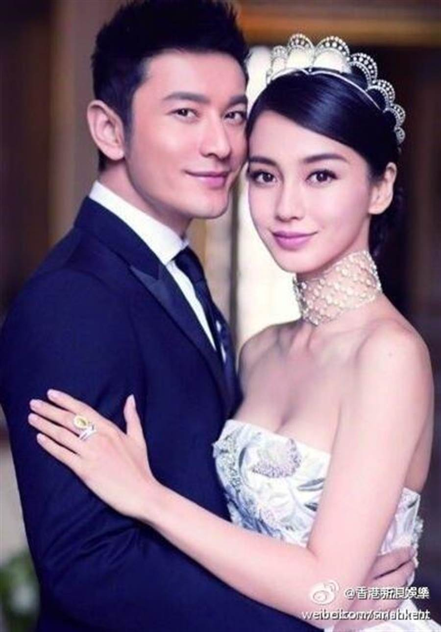 黃曉明以結婚照為原形製作銅像。(圖/取自微博)
