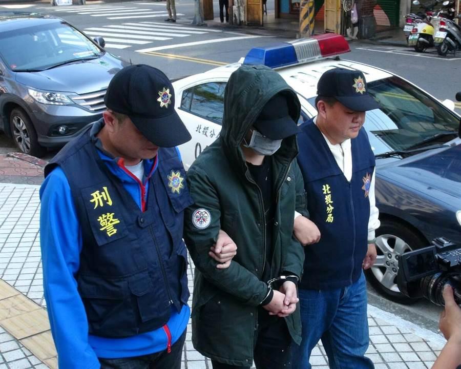 警方破獲擁有台灣、日本雙重國籍的男子擁槍自重,訊後依違反槍砲彈藥刀械管制條例、毒品罪移送台北地檢署偵辦。(李文正翻攝)
