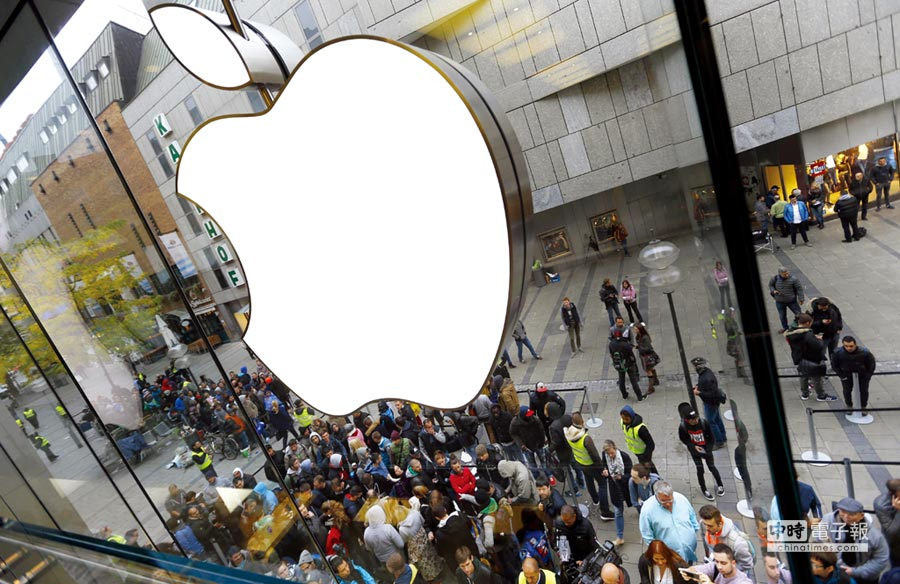 今年是iPhone十周年慶,一個蘋果救台灣,Apple可說是台灣ICT產業的大貴人。圖/美聯社
