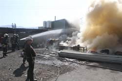 加工廠切鐵條火花飛濺 泡棉引火勢