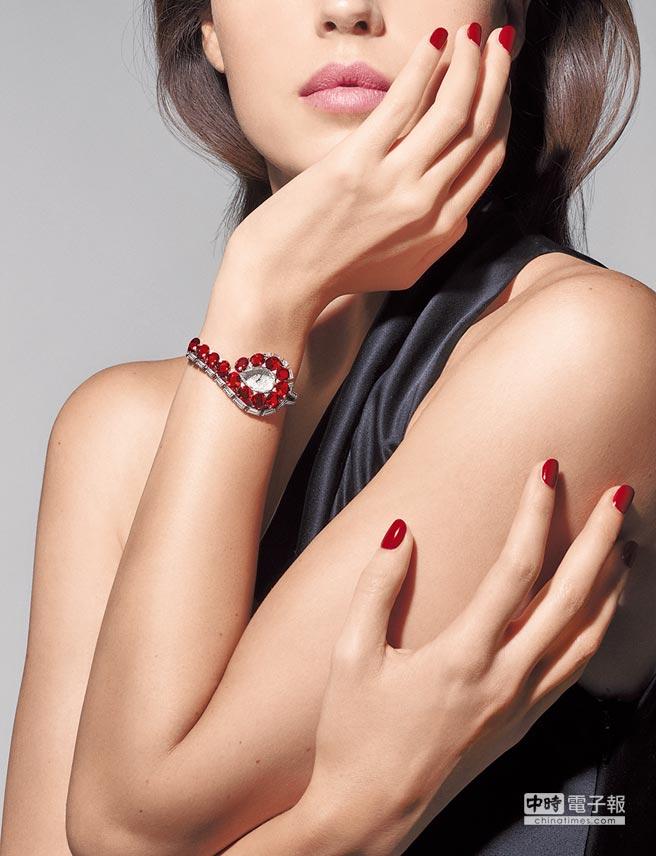 Cartier Trait d'eclat頂級珠寶裝飾女表,鑲嵌上15顆總重24.93克拉的莫三比克紅寶,優雅貴氣。
