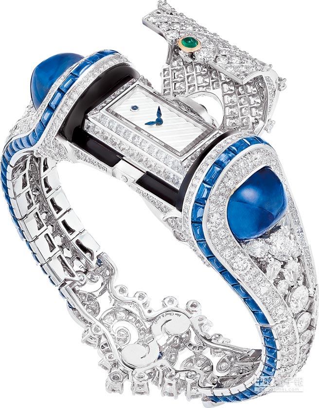 Van Cleef & Arpels Heure Marine珠寶表,藉各式切割藍寶石搭配神祕表設計,讓珠寶表即是手鐲。