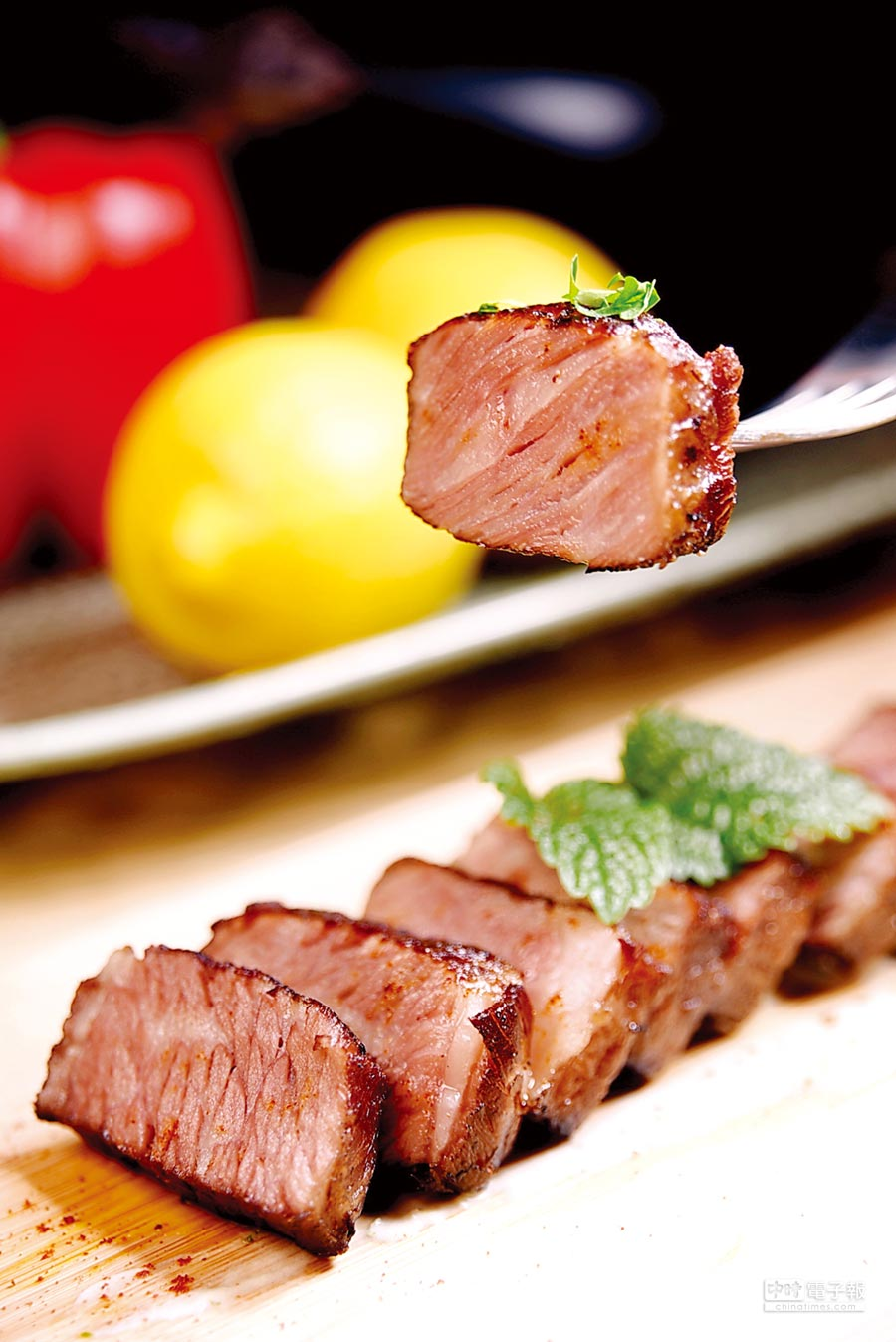 「吐司利亞」永康旗艦店也可以嘗到先Sous-vide、再煎烤的澳洲去骨牛小排。圖/姚舜