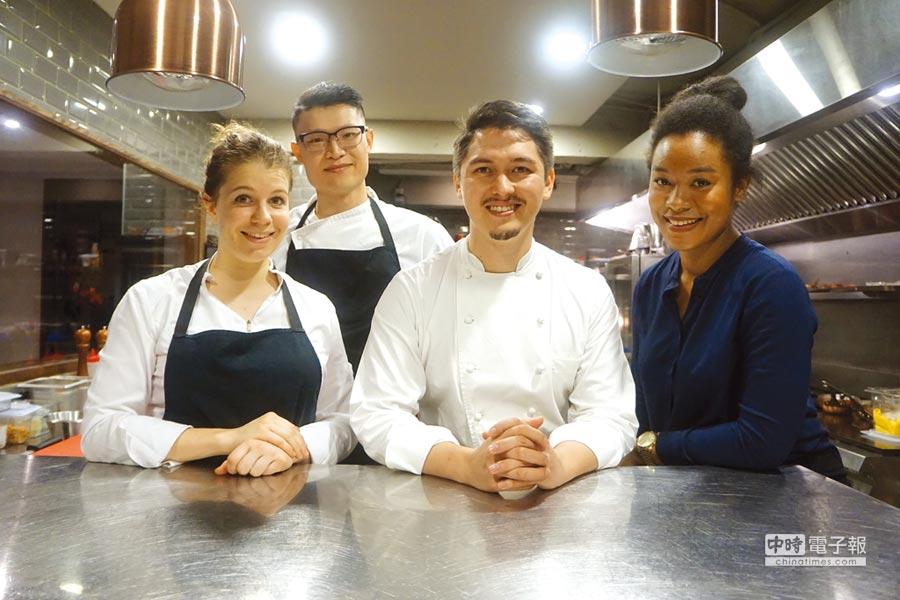 侯昱瑋(Cyril Hou)和〈Origines table francaise〉的團隊成員對食物都充滿熱情,且烹調料理一絲不苟。圖/姚舜