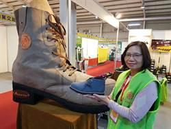 製鞋廠商「大鞋」參展 旅展人潮吸睛