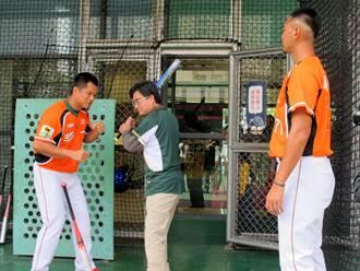 血友病友棒球體驗 統一獅投手熱心指導