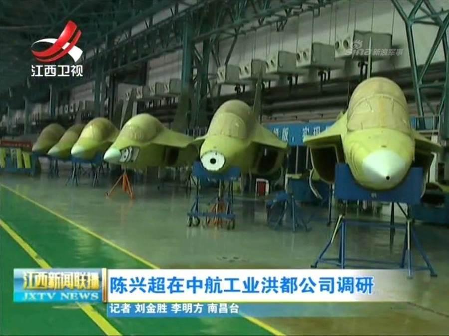 大陸媒體透露了生產中的JL-10,不久就會提撥給中共空軍。(圖/網路)