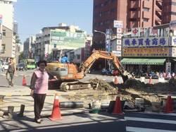 施工挖斷自來水管 市議員為民請命