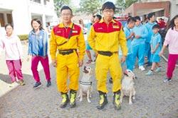 消防局訓練救難犬亮相