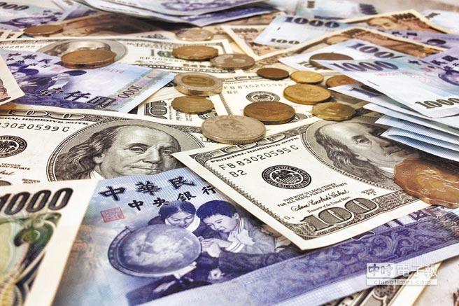 央行官員強調新台幣匯率是由市場供需決定。(本報系資料照片)