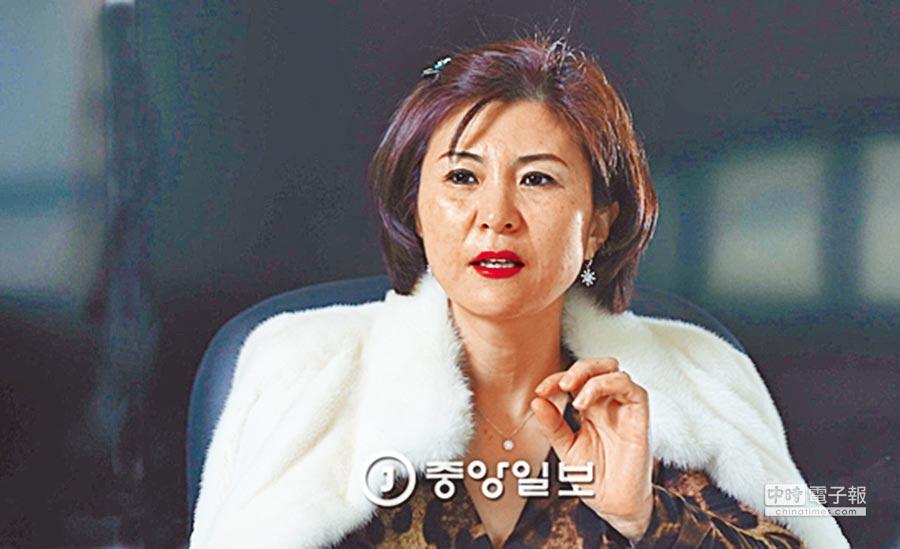 南韓《中央日報》20日刊出前北韓女間諜袁正華。(摘自南韓中央日報網站)
