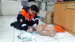 出生沒反應 竹縣消防員急CPR救回寶寶