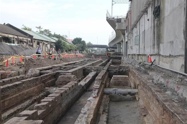 台中火車站第二階段工區發現百年維修坑道文化遺址。(陳淑芬攝)