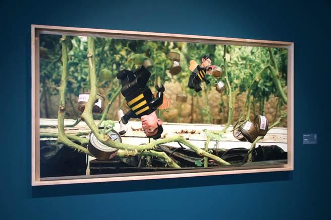 ▲藝術家楊博堯的《消費奇談》個展,展出令人會心一笑的藝術作品。(楊樹煌攝)