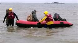 遊客受困金門建功嶼 消防局即刻救援