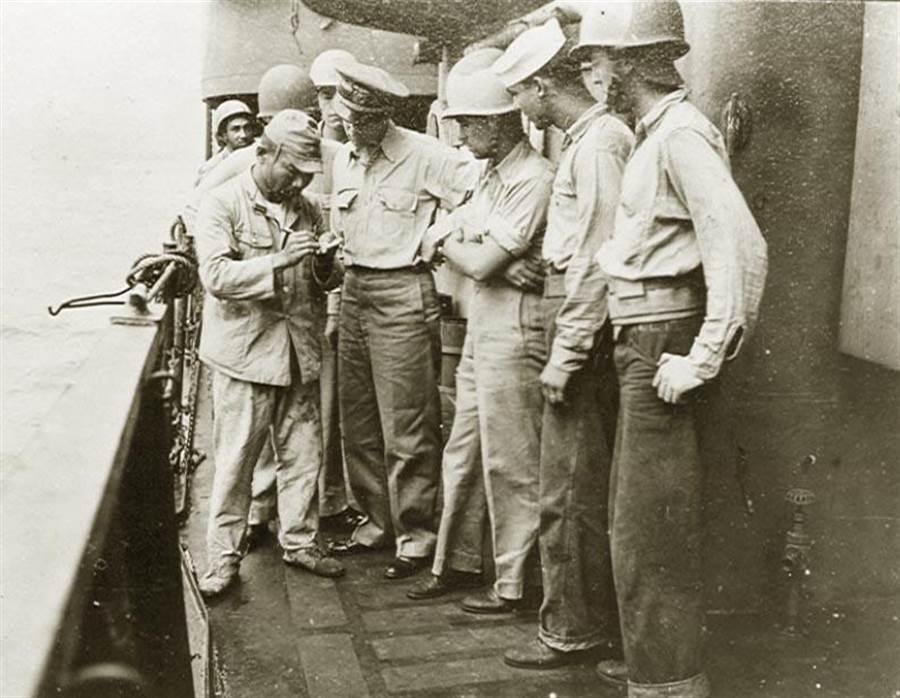 1945年9月5日,首批美國海軍人員抵達台灣,並且與日本領港交涉入台事宜。若美軍真要佔有台灣,當時的中國政府一點辦法都沒有。(中國軍艦博物館)