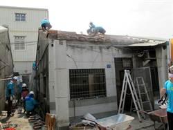 單親陸配房子漏水發霉 衡山行善團幫修繕