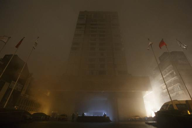 台北市晶華酒店25日凌晨3時發生火警。(杜宜諳攝)