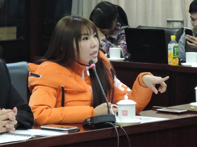台女藝人劉樂妍25日在北京一場座談會上表示,大陸可將台獨分子關起來,讓他們讀中國歷史、地理,以促進中國人認同。(陳君碩攝)