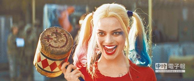 瑪格羅比火辣又帥氣的小丑女造型,是化妝造型師經過屢次嘗試才定案。