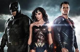 奧斯卡明登場 《蝙蝠俠對超人》吞金酸莓4爛獎