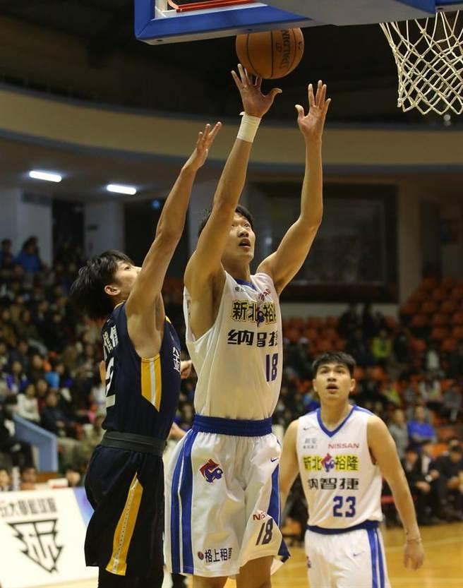 裕隆前鋒吳怡斌26日交出雙創生涯新高的18分、17籃板表現。(中華籃協提供)