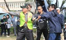 台中228追思會 台灣國群眾舉牌嗆聲