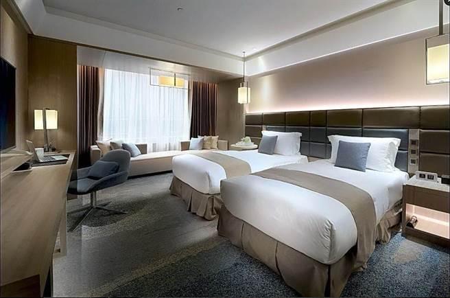 板橋凱撒大飯店的客房裝潢陳設,係按豪華國際五星飯店規格打造。(圖/凱撒飯店連鎖)