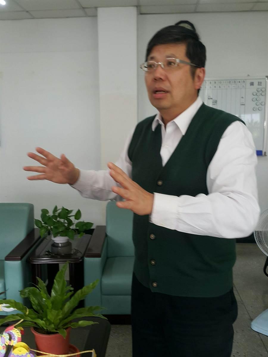 環保局長林長造表示,垃圾隨袋徵收是中長期以後的事,雲林目前要推的是垃圾源頭減量。(周麗蘭攝)