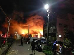 竹北泡棉廠凌晨大火 鄰居半夜疏散