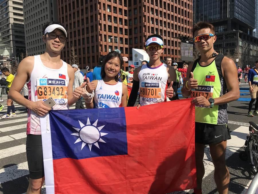 第11屆東京馬拉松2月26日舉行,總跑者3萬6000人當中,台灣跑者約有1300人,是外國跑者中最大團。很多台灣跑者至今還興奮不已,在臉書分享心得。中央社記者楊明珠東京攝  106年3月3日