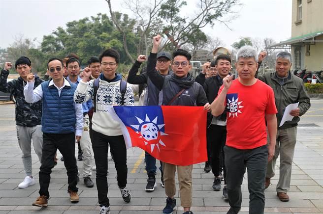 台灣相關團體跨海聲援,期待金門莫從「戰場」變「賭場」。(李金生攝)