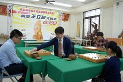 旅日「棋聖」王立誠稱讚小5女童棋力佳