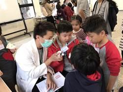 學齒模、AED急救 小小醫師體驗營超有趣