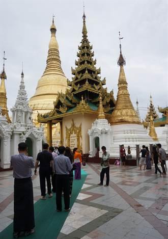 緬甸大金塔等佛寺寄存鞋子  不再收費