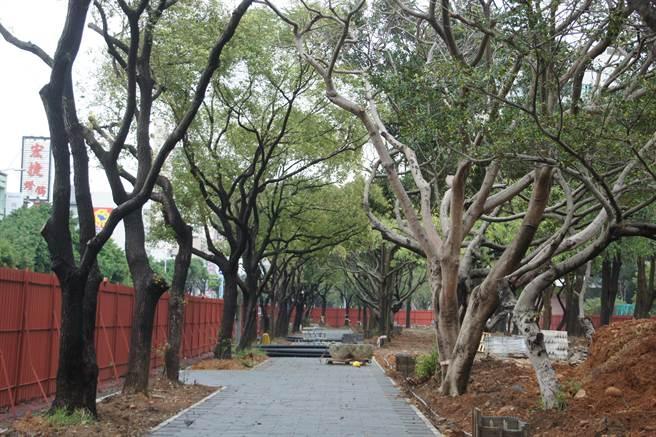 經國園道2期工程「東大路至民權路段」,也正如火如荼施工中,預計5月啟用。(郭芝函攝)