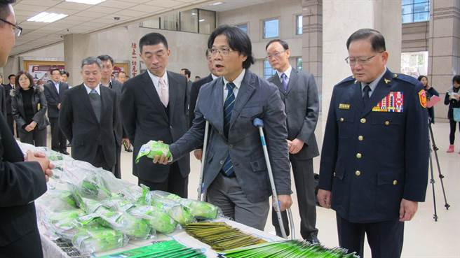 內政部長葉俊榮到刑事局檢視警方查緝成果,並慰勉警方辛勞。(林郁平攝)