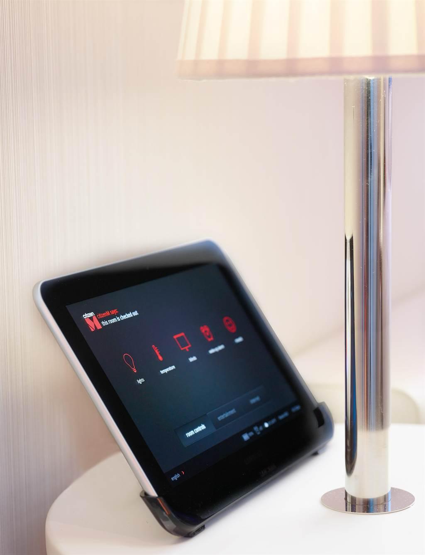 citizenM房間內所有設施配備使用平板電腦MoodPad控制。(圖/世民酒店)