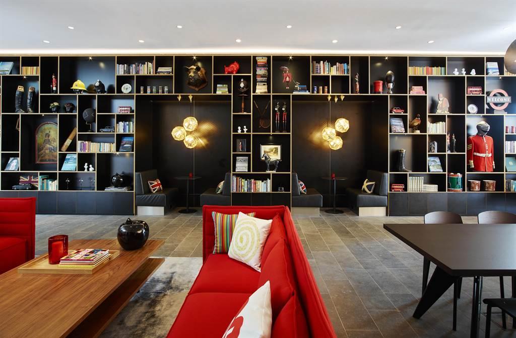 citizenM以藝術和設計打造如客廳般的公共社交空間 ,成為飯店品牌最大特色 (圖/世民酒店)
