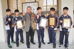 東泰高中電競隊 連奪兩冠獲表揚