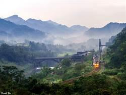 台灣之美》平溪線上的望古晨曦