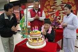 榮民張桂百歲生日 與昔日戰友外孫同慶