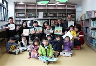 小讀者「手腳並用」童書常損壞 林口基金會慨捐書