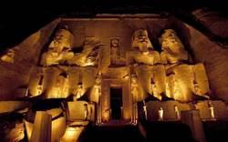 埃及開羅貧民窟出土西元前法老頭像