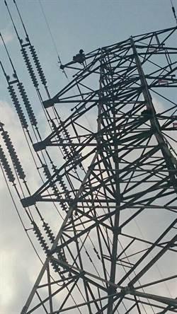 爬過屏東和高雄  高壓電塔男台南現身