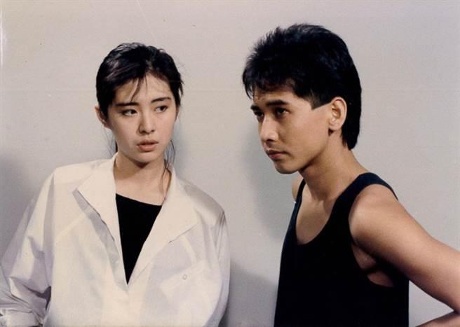 20歲的王祖賢(左)雖然之前傳出多次緋聞,但和齊秦(右)這一段卻是第一次認真公開戀情。(圖/倪有純提供翻拍)