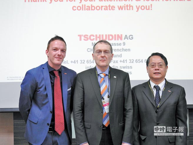 TSCHUDIN公司與國合科技公司合作簽約代表,圖左起為瑞士TSCHUDIN公司副總裁DOUGLAS SPIESER、瑞士機械公會祕書長、國合科技公司董事長凌志國。圖/蔡榮昌