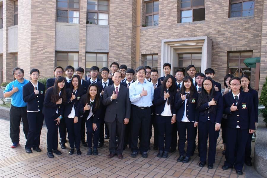 常春藤高中在大學繁星共61人上榜,錄取率高達85%,成績十分亮麗。(陳淑娥攝)