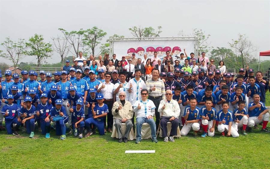 六堆客家文化園區棒球展開展,六堆地區的三級棒球隊與成棒隊員到場參加。(潘建志攝)